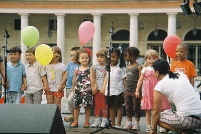 Tutti in piazza per sostenere il progetto Young Stage