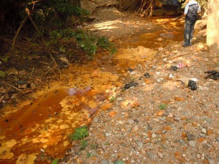 El Salvador: l'acqua arancione del San Sebastian