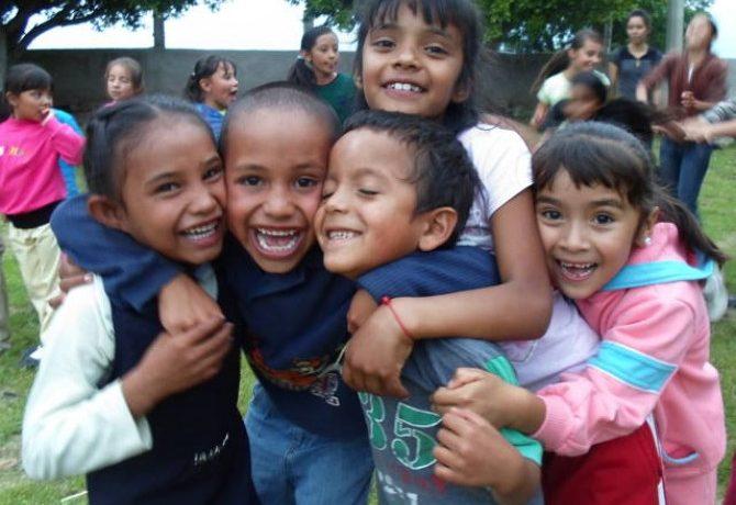 Come comunicare il sostegno a distanza: il video di Semi di Pace